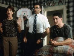 Rule #1 of an 'American Pie' sequel? Embarrass Jim (Jason Biggs, right) early and often.
