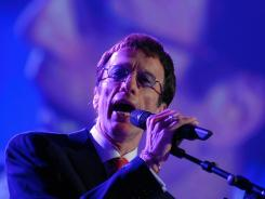 Robin Gibb sings during the Energy Globe World Award ceremony on April 11, 2007, in Brussels.