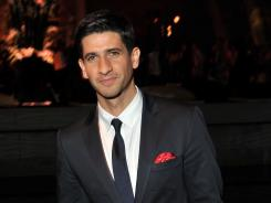 Raza Jaffrey gets the chance to show off his singing-and-dancing roots during a 60-person Bollywood number on tonight's 'Smash'.