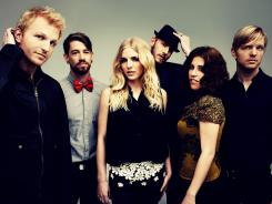 Ian Holljes, Grant Emerson, Brittany Holljes, Mike McKee, Elizabeth Hopkins and Eric Holljes are folk rock band Delta Rae.