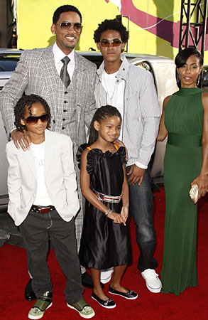will smith wife red carpet. Will Smith and wife Jada
