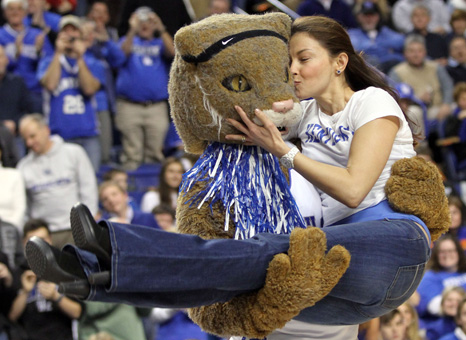 http://i.usatoday.net/life/gallery/_dayinlife/2010/01/l100111/13_ashley_judd.jpg
