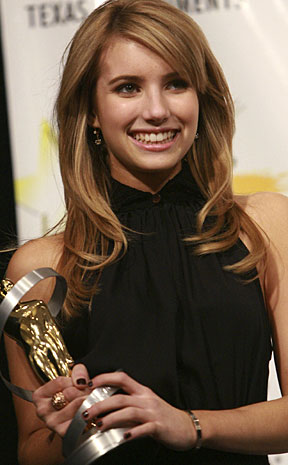 are julia roberts and emma roberts related. Actress Emma Roberts (Julia
