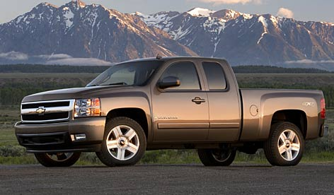 The Silverado LTZ extended-cab version got a lot of second looks from drivers and workers who actually put such trucks through their paces on the job.