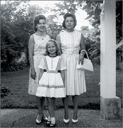 A 1964 family photo of Evelyn Fetterman with her daughters, Phyllis, left, and Mindy.