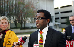 Actor Wesley Snipes walks into the federal building in Ocala, Fla. Tuesday.