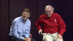 Bill Gates, left, and Warren Buffett at a question-and-answer session at the University of Nebraska in Lincoln in 2006.