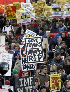 Irish bailout helps banks, angers taxpayers