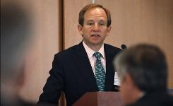 Former U.S. auto task force head Steven Rattner addresses a conference in Detroit in May.