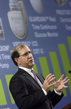 Outgoing Medtronic CEO William Hawkins speaks at the company's 2007 annual meeting.