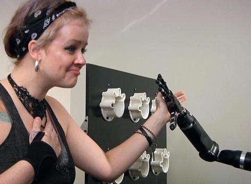 Man uses mind-powered robotics – USATODAY.com
