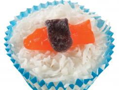 """Sushi"" ice cream cupcakes have coconut, gummy candy."