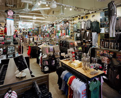Hot Topic stores turn lighter, brighter to win back shoppers - Jun