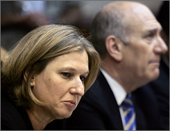 Israel's Foreign Minister Tzipi Livni, left, and Olmert attend a special cabinet meeting on Wednesday.
