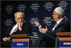 Palestinian chief negotiator Saeb Erekat, right, and Israeli Vice Premier Shimon Peres, left, took part in the World Economic Forum in South Shuneh, Jordan.