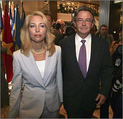Former CIA officer Valerie Plame, left, and her husband, former ambassador Joseph Wilson, arrive for a news conference in Washington in July 2006.