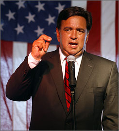 New Mexico Gov. Bill Richardson speaks at the Utah Democrats dinner in Salt Lake City.