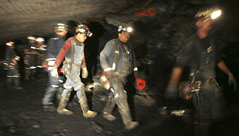 article dozens trapped candlelight vigil coal miner