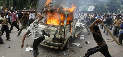 Angry students burn a vehicle during a clash at Dhaka University, Tuesday. Angry students burned at least 50 vehicles including an army van during fresh violence with security forces at Bangladesh's Dhaka University.