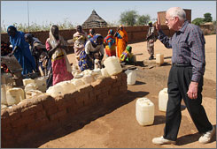 Former president Jimmy Carter said he was convinced neither side in the Darfur conflict was willing to go back to war.