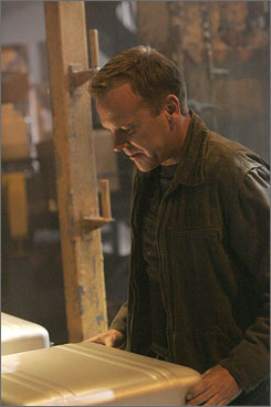 Suitcase nukes may threaten the world of TV action hero Jack Bauer, but U.S. experts have never seen them in real life.