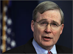 President Bush's National Security Adviser Stephen Hadley briefs reporters on the president's pending trip to the Middle East.
