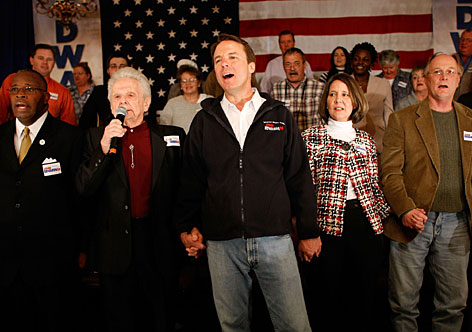 """Democratic presidential candidate former Sen. John Edwards (D-N.C.) sings """"Amazing Grace"""" with Dr. Ralph Stanley (2nd left) during a campaign event at The Skye banquet hall Wednesday in Bennettsville, S.C."""