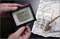 """U.S. Park Ranger Chuck Lochart shows a buckle that was recovered from an """"illegal"""" sale and the bayonette was recovered by artifact hunters at a Park Service storage facility near Spotsylvania, Va."""