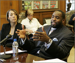 Detroit Mayor Kwame Kilpatrick and his chief of staff Christine Beatty exchanged steamy text messages last summer, contradicting their denials in court that they had romantic ties.