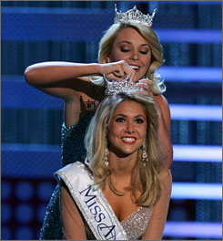  Miss America 2007 Lauren Nelson crowns Miss Michigan Kirsten Haglund the new Miss America 2008 during the pageant in Las Vegas. 