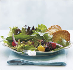 Look below for instructions on how to make this mesclun and romaine salad with warm parmesan toasts.