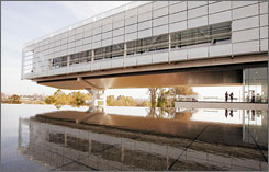 The exterior of the Clinton Presidential Library in Little Rock at the time of its opening in November 2004. Archivists at the library are blocking the release of hundreds of pages of White House papers.