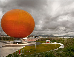 A balloon ride is the planned main attraction for the 1,347-acre Orange County Great Par, which is in development on the site of the former El Toro Marine Corps Air Station in California.