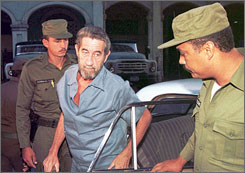 U.S. fugitive financier Robert Vesco, center, arrives at the tribunal of Havan, Cuba Aug. 3, 1996, on the second day of his trial for alleged economic crimes against the communist regime.