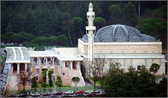 The Rome mosque, which is the largest in Europe, is located in downtown Mount Antenne park.