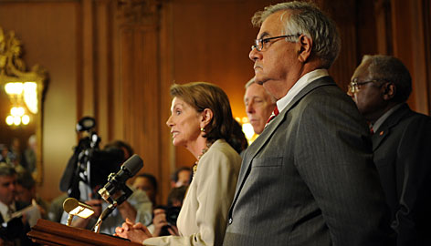 U.S. Speaker of the House Nancy Pelosi adresses the press with the Democratic leadership members including Banking Chairman Rep. Barney Frank, right, after the financial bailout package failed in a vote before the House of Representatives Monday.