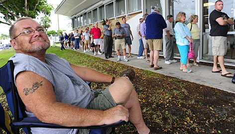 Einar Einarsson waits in Fort Lauderdale last week for early voting, a process that tested officials' Election Day plans