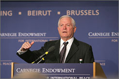 Defense Secretary Robert Gates said during a speach Tuesday before the Carnegie Endowment for International Peace in Washington that the United States should enter into a new nuclear agreement with Russia.