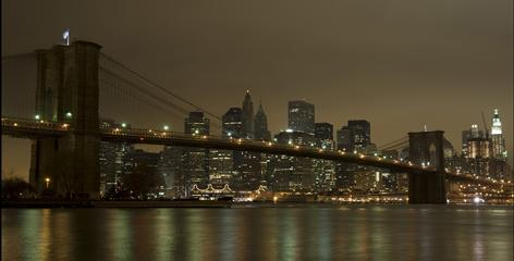 The Brooklyn Bridge darkened in New York on Saturday to commemorate Earth Hour 2009.