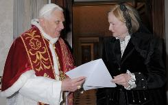 Pope Benedict XVI and former U.S. ambassador to the Vatican Mary Ann Glendon.
