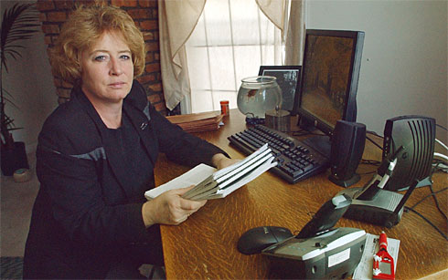 Patti Santangelo holds court papers. Photo by Kathy McLaughlin, AP