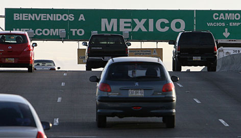 El Paso's border crossing, seen here in Jan. 2008, will receive no money from federal stimulus funds, though it is busier than many crossings that will see monetary aid.