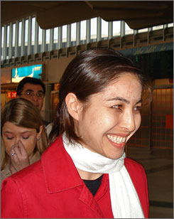 Roxana Saberi, the U.S. journalist who spent four months jailed in Iran, arrived in Vienna on Friday on her way back home to the United States.