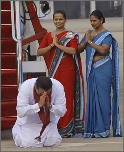 Sri Lankan President Mahinda Rajapaksa worships his homeland after arriving from Jordan in Colombo Sunday.