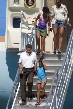 President Obama, First Lady Michelle Obama, and daughters Malia Obama and Sasha Obama, front right, walk off Air Force One at Grand Canyon National Park Airport in Tusayan, Ariz.
