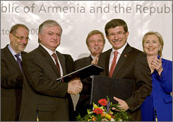 Armenia's Foreign Minister Edouard Nalbandian (2nd left) and Turkey's Foreign Minister Ahmet Davutoglu (2nd right) shake hands while EU foreign affairs chief Javier Solana (left), France's Foreign Minister Bernard Kouchner (center) and U.S. Secretary of State Hillary Clinton (right) applaud during the signing ceremony.
