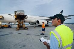 Steve Sopo, right, supervises the loading of a plane at the UPS facility at Capital Region International Airport in Lansing, Mich., in 2007. UPS told the airport that it wanted the main runway lengthened.