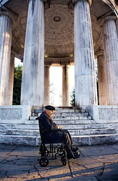 Frank Buckles, at the World War I memorial for D.C. residents in Washington in 2008, wants to see a memorial to his fellow soldiers on the National Mall.