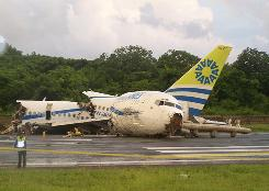 No passengers died on impact Monday when an AIRES airline Boeing 737-700 crashed while attempting to land on the Colombian island of San Andres.