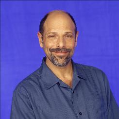 Standup comic Robert Schimmel died after suffering serious injuries in an Aug. 26 car accident. He was 60.